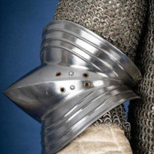 Coderas-Goticas-Pulidas-armadura-metal-LARP-Douglas-el-Despiadado